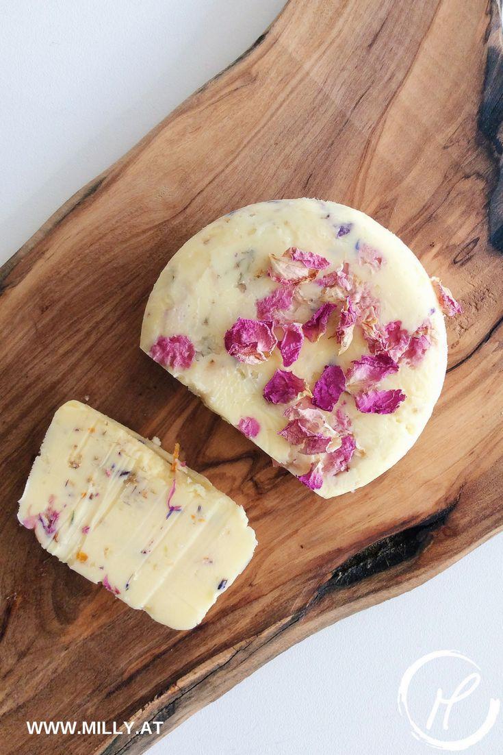 Bist du kreativ und machst gerne Sachen selber? Dann ist dieses Rezept für hausgemachte Butter ideal! Lass deine Küchenmaschine die Arbeit erledigen und geniesse den cremigen Geschmack frischer Butter! #rezept #butter #lowcarb #schnell