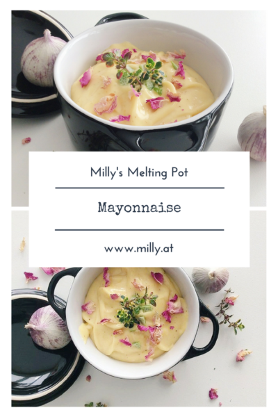 Viele schrecken davor zurück zuhause eine eigene Mayonnaise zu machen. Vielleicht denken manche es sei zu schwer, oder vielleicht vertrauen manche der Qualität der Eier nicht. Aber Hand aufs Herz: sie ist nicht schwer zu machen, und sie ist so viel besser wie die aus der Tube! #Rezept #mayonnaise #selbermachen #schnell #grillen