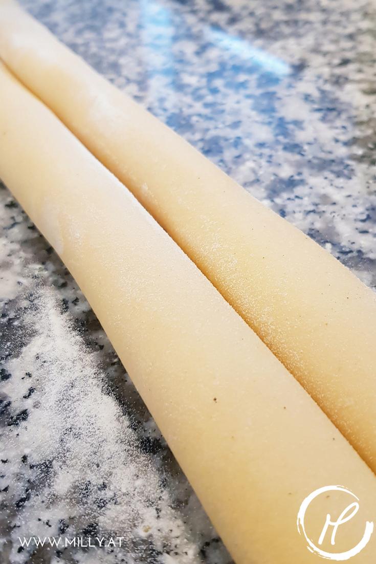 Diese hausgemachten #Linguine mit Carbonara Sauce sind ein Gaumenschmaus. Die Pasta mit Biss saugt die cremig käsige Sauce auf und verbindet sich super mit dem Tiroler #SChinkenspeck. 'hausgemacht #pasta #carbonara #schnell #rezept #diy