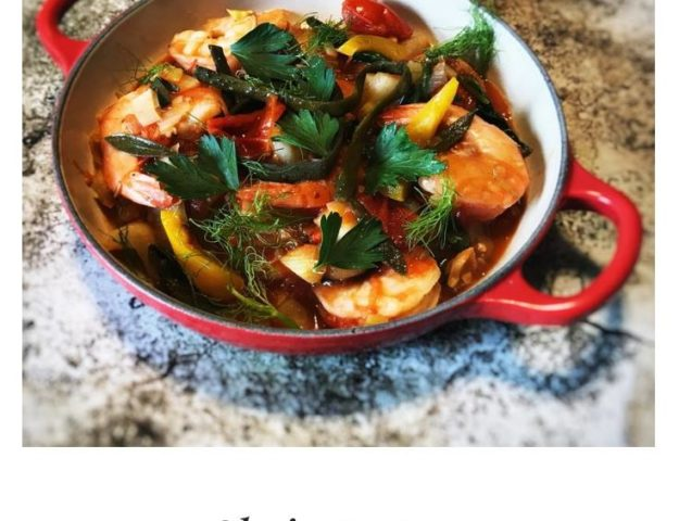 The inspiration for this shrimp stew comes from the classic Bouillabaisse, a traditional Provençal fish stew originating from the port city of Marseille. #stew #shrimp #recipe