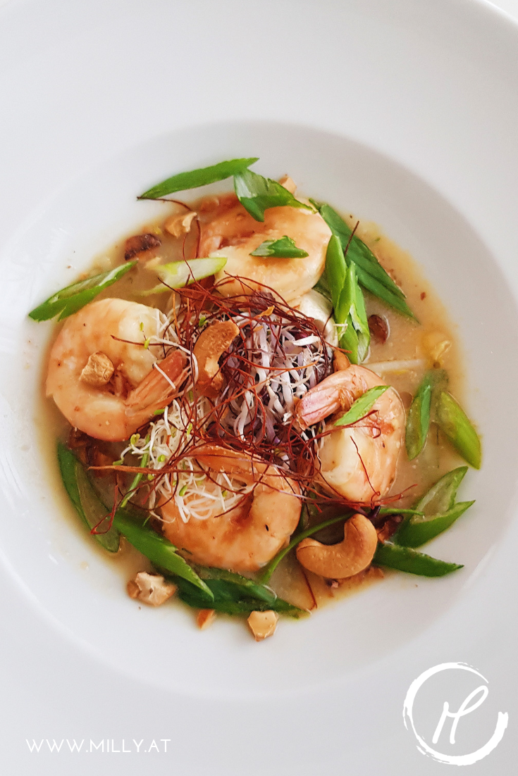 Diese feurige Suppe mit Einflüssen auis Thailand und Kambodscha erwärmt die Seele und liefert alles was man in einer Mahlzeit braucht!